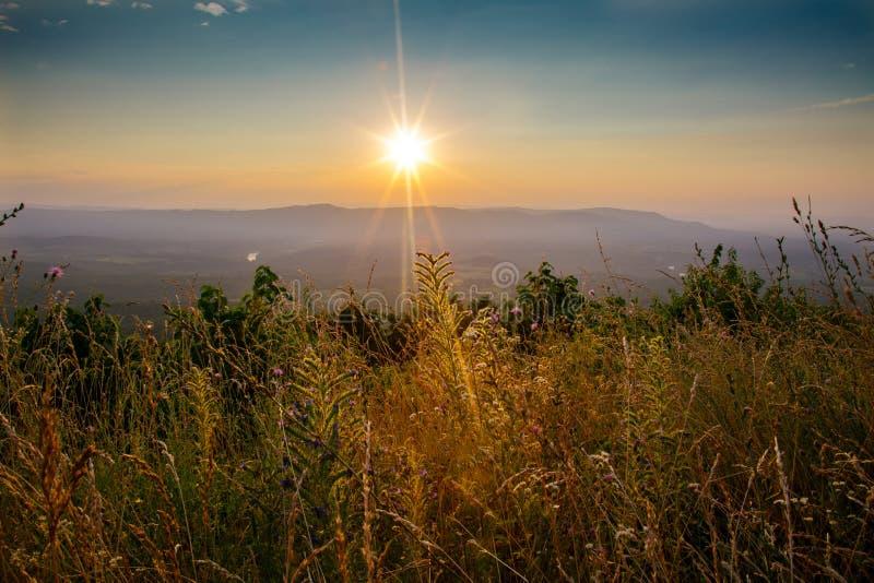 Tramonto nelle montagne di Shenandoah immagine stock
