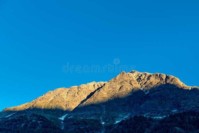 Tramonto nelle montagne svizzere Alpi svizzere immagine stock libera da diritti