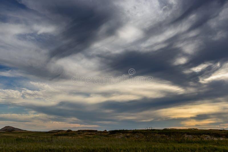 Tramonto nuvoloso nei calanchi fotografie stock libere da diritti