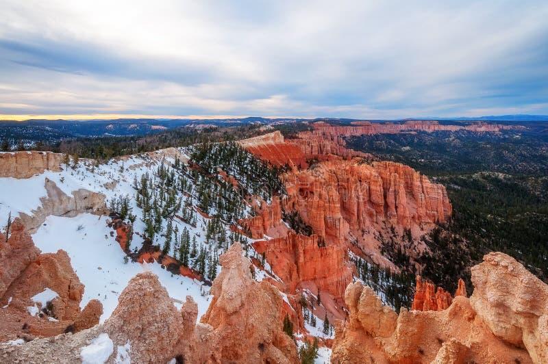 Tramonto a panorama del punto dell'arcobaleno - Bryce Canyon National Park fotografia stock