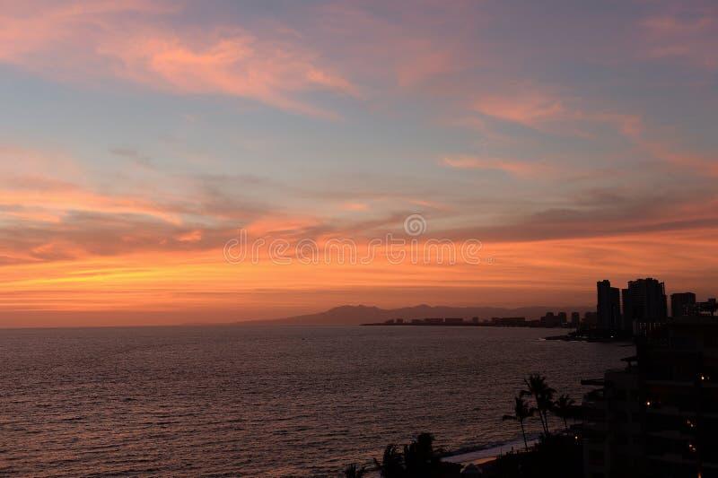Tramonto a Puerto Vallarta, Messico fotografie stock libere da diritti