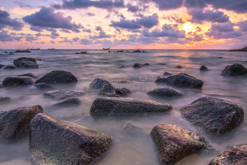 Tramonto regolare sul mare delle Andamane fotografie stock