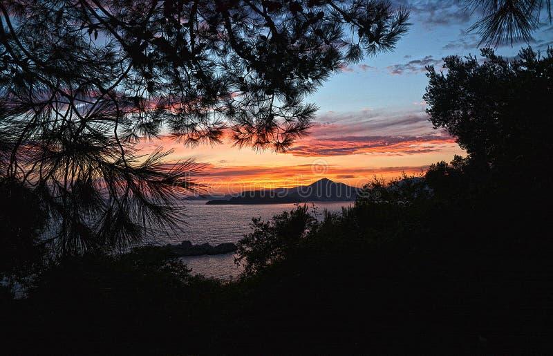 tramonto romantico sull'intero mare immagini stock libere da diritti