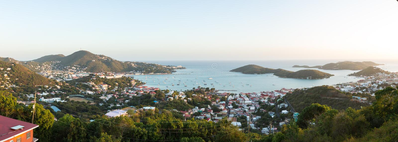 Tramonto sopra Charlotte Amalie St Thomas fotografia stock