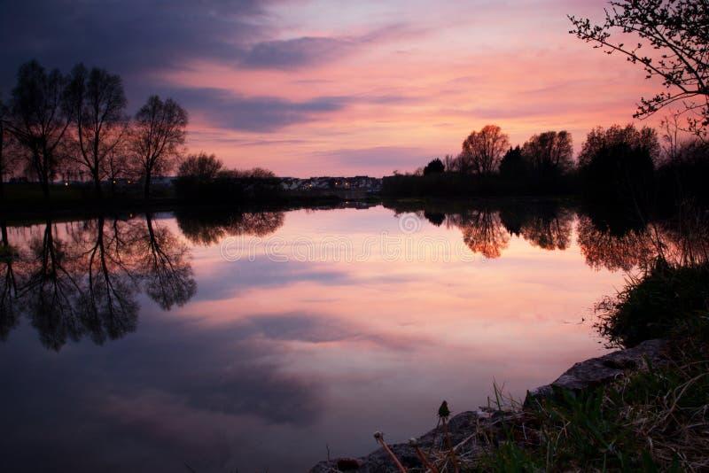 Tramonto sopra i laghi Craigavon, Irlanda del Nord fotografia stock libera da diritti