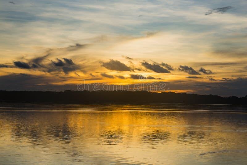 Tramonto sopra il fiume Purus fotografie stock libere da diritti