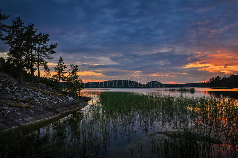 Tramonto sopra il grande lago immagine stock libera da diritti
