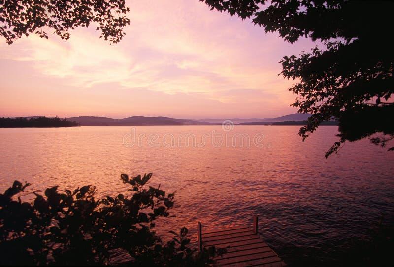 Tramonto sopra il lago Winnipesaukee, NH fotografia stock libera da diritti