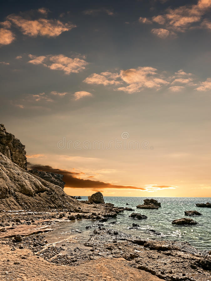 Tramonto sopra il mare. fotografia stock libera da diritti