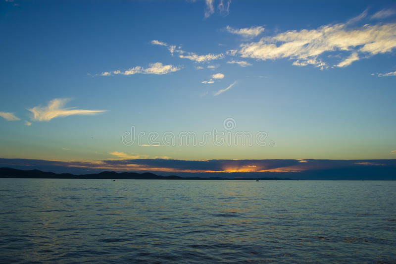 Tramonto sopra il mare adriatico, Zadar, Croazia fotografia stock libera da diritti