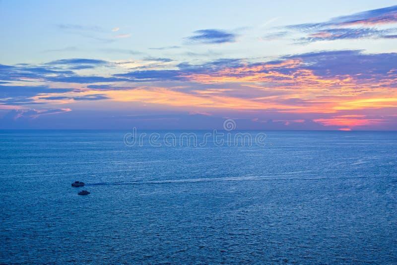 Tramonto sopra il mare delle Andamane immagine stock