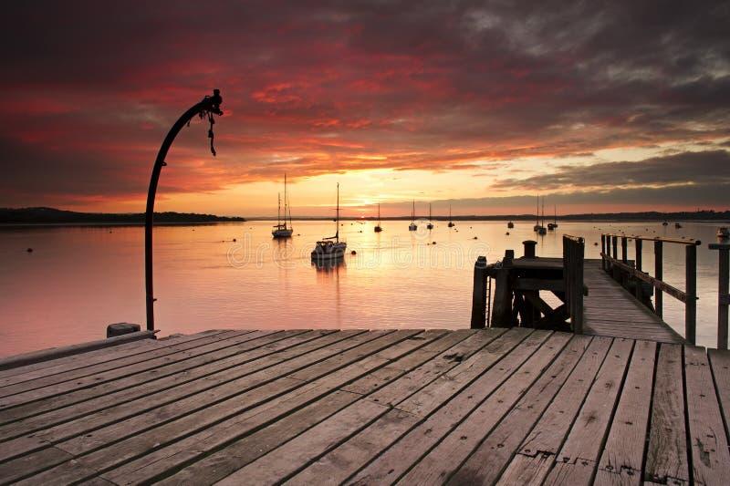 Tramonto sopra il porto di Poole fotografie stock libere da diritti