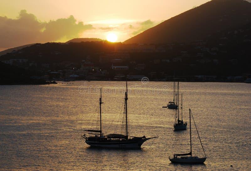 Tramonto sopra l'isola di St.Thomas fotografia stock libera da diritti