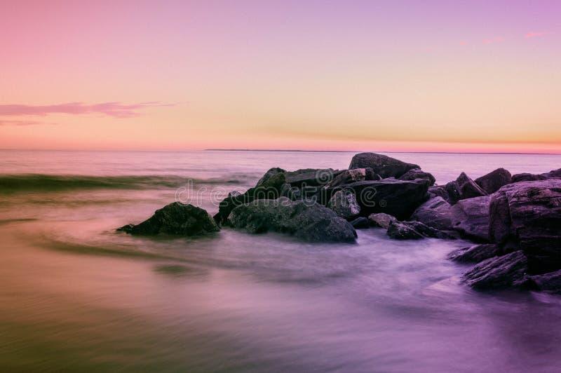 Tramonto sopra l'oceano fotografie stock libere da diritti