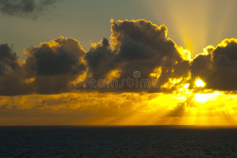 Tramonto sopra l'oceano Pacifico fotografia stock libera da diritti