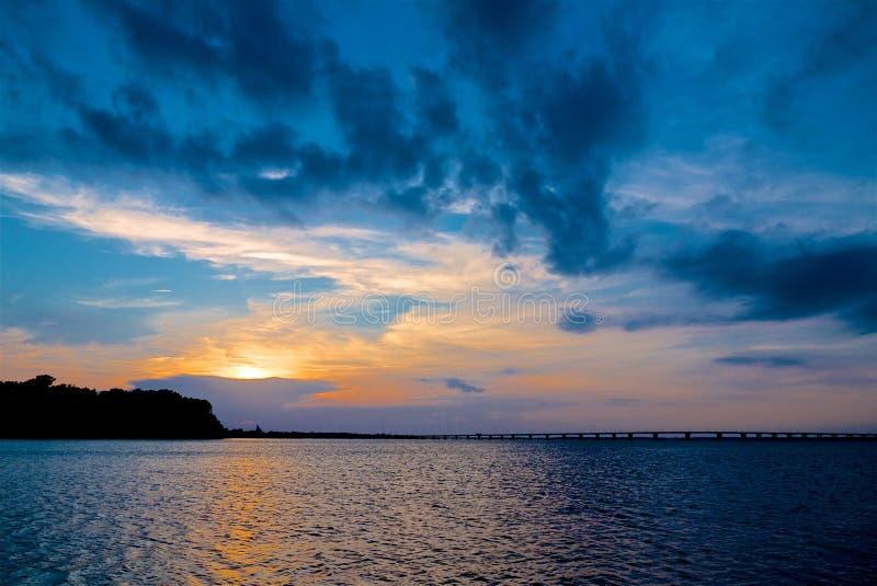 Tramonto sopra la baia di Chesapeake Maryland immagini stock