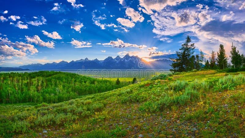 Tramonto sopra la grande catena montuosa di Teton fotografia stock libera da diritti