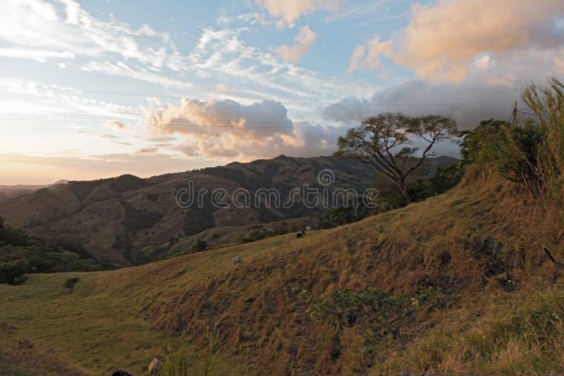 Tramonto sopra la nuvola Forest Reserve di Monteverde in Costa Rica 3 immagini stock libere da diritti