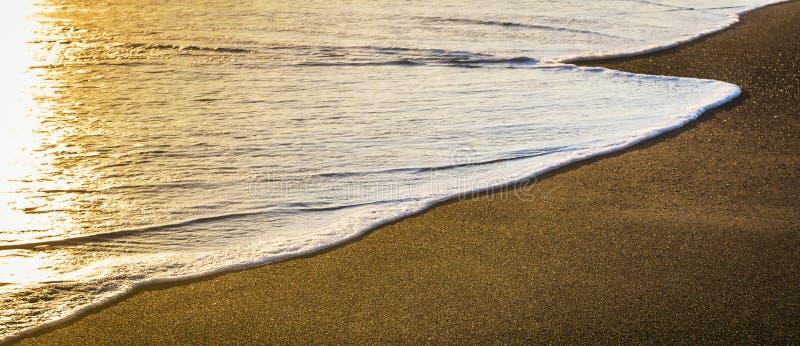 Tramonto sopra la spiaggia fotografia stock libera da diritti