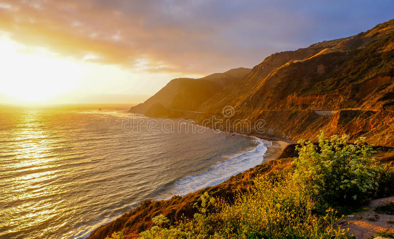 Tramonto sopra la spiaggia fotografia stock