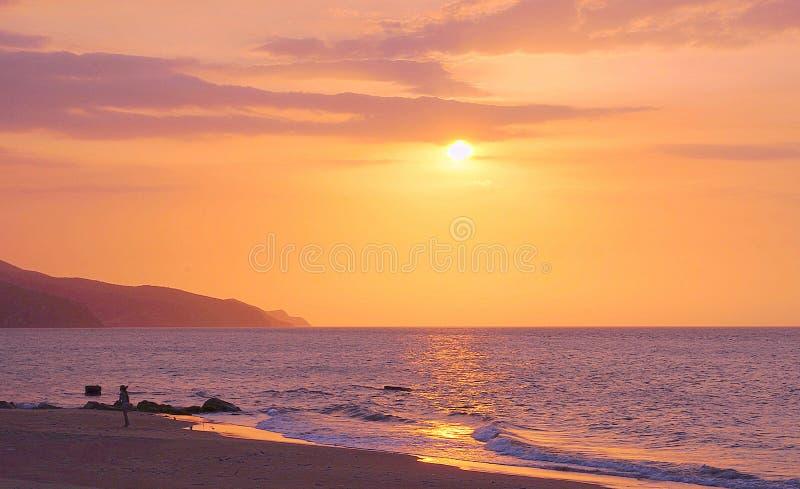 Tramonto sopra la spiaggia, San Luis di Playa, Venezuela fotografia stock libera da diritti