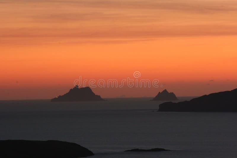 Tramonto sopra le isole di Skellig fotografia stock libera da diritti