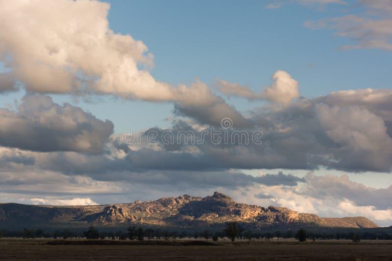 Tramonto sopra le montagne del parco nazionale di Grampian, australi fotografie stock libere da diritti