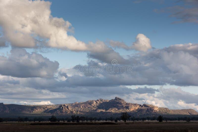 Tramonto sopra le montagne del parco nazionale di Grampian, australi immagini stock libere da diritti