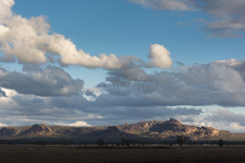 Tramonto sopra le montagne del parco nazionale di Grampian, australi fotografia stock libera da diritti