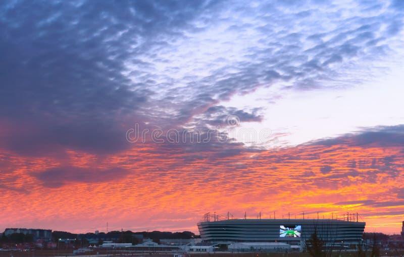 Tramonto sopra lo stadio, stadio di football americano baltico dell'arena fotografia stock libera da diritti