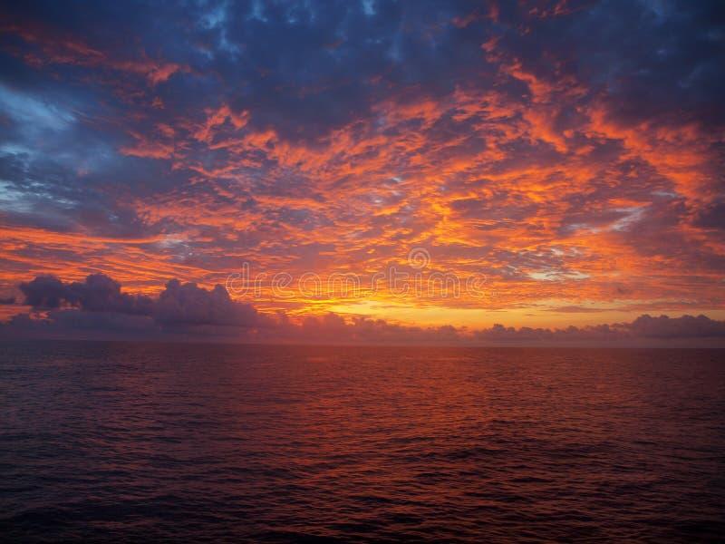 Tramonto sopra Pacifico immagine stock libera da diritti