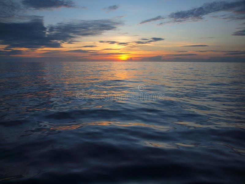 Tramonto sopra Pacifico immagini stock libere da diritti
