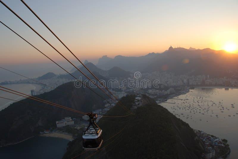 Tramonto sopra Rio, vista dalla Zucchero-Pagnotta fotografie stock