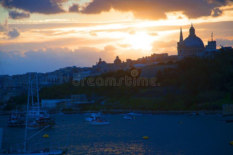 Tramonto sopra Sliema Creek sull'isola di Malta immagini stock libere da diritti