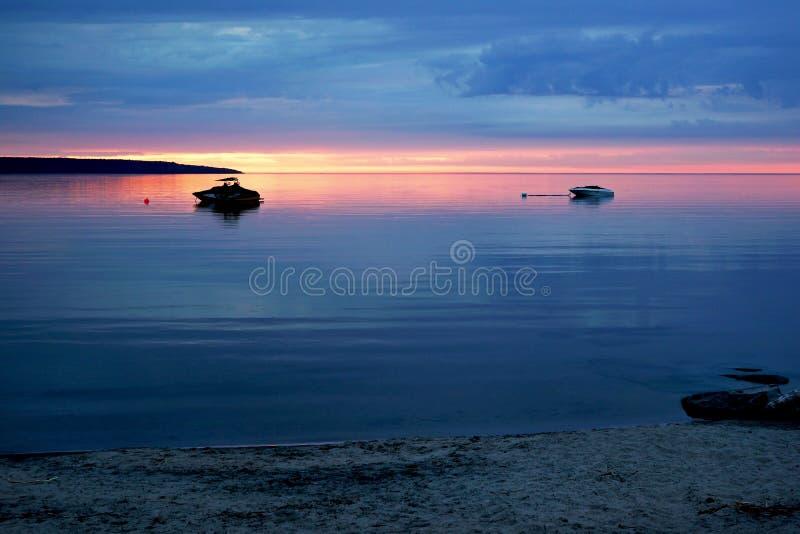 Tramonto - spiaggia di tuono, minuscola, Ontario immagini stock libere da diritti