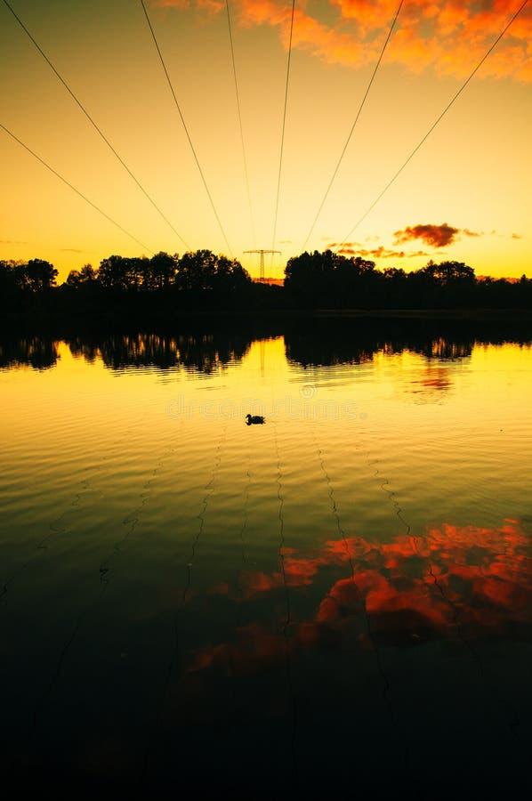Tramonto stupefacente nel lago immagine stock libera da diritti