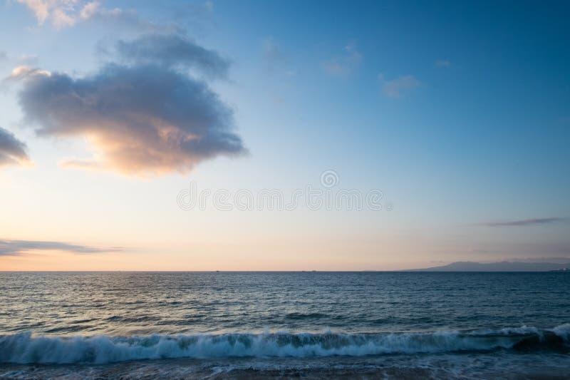 Tramonto su Centro Beach in Puerto Vallarta immagine stock libera da diritti