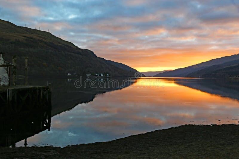Tramonto su Loch Long, Scozia fotografia stock libera da diritti