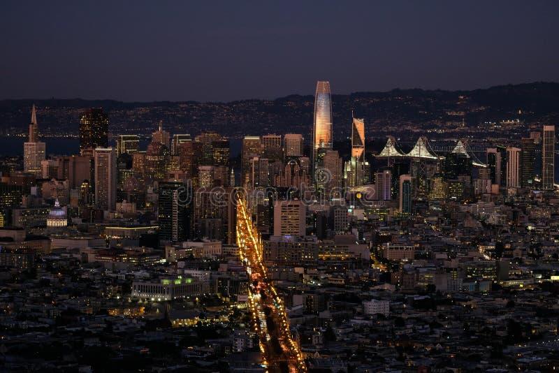 Tramonto su San Francisco del centro fotografie stock libere da diritti