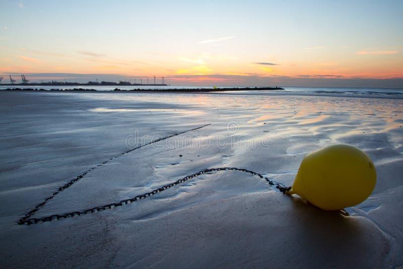 Tramonto su una spiaggia nel Belgio fotografie stock libere da diritti
