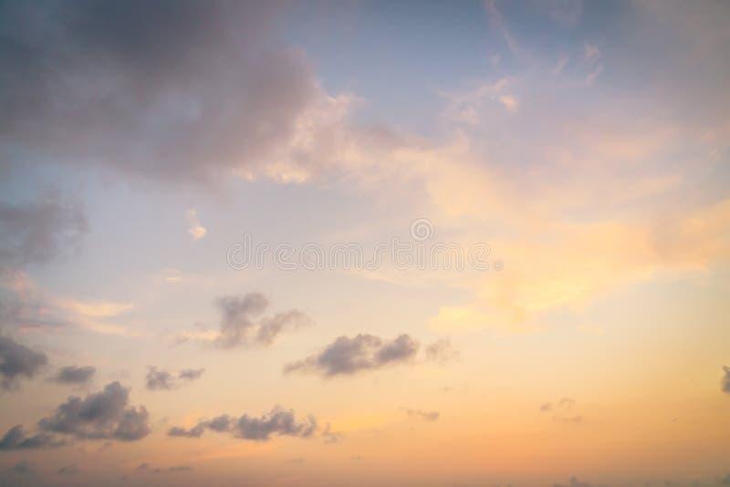 Tramonto sul cielo immagini stock libere da diritti