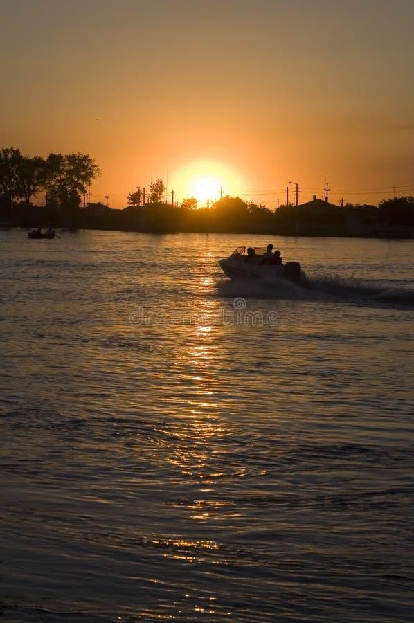 Tramonto sul fiume di Danubio IV fotografie stock libere da diritti