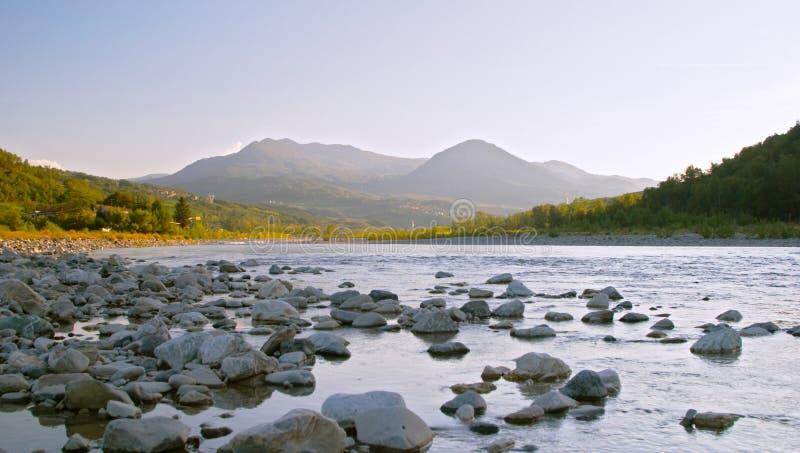 Tramonto sul fiume di Trebbia immagine stock