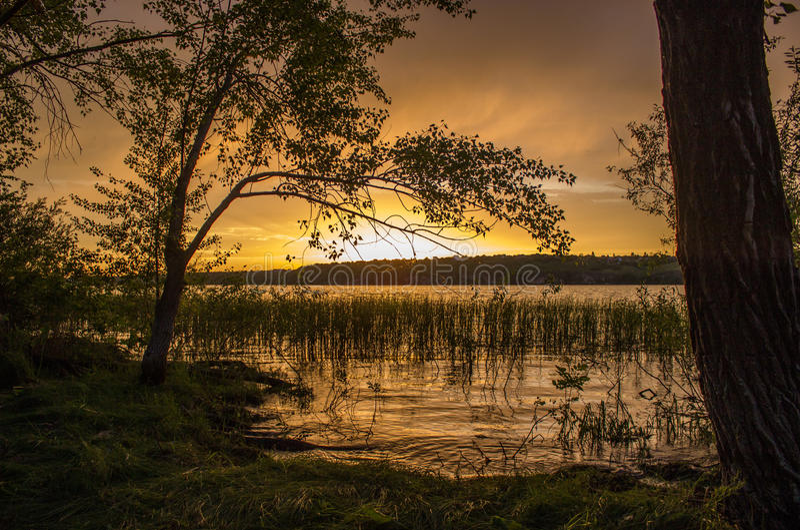 Tramonto sul fiume Volga vicino alla samara, Russia fotografia stock libera da diritti