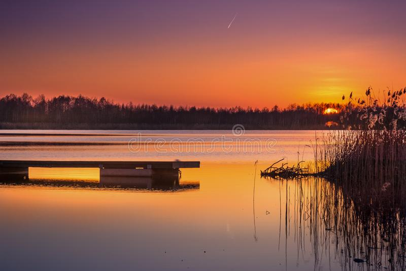 Tramonto sul lago di sumin fotografie stock