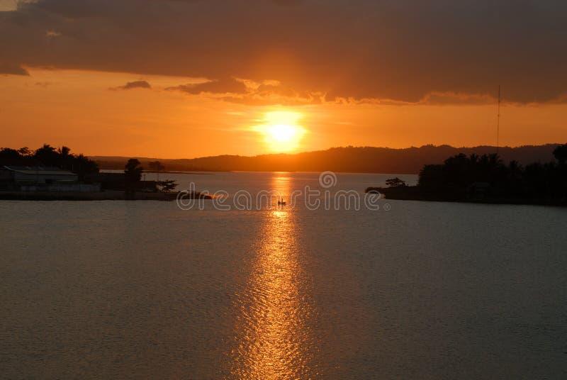 Tramonto sul lago Flores Guatemala immagini stock libere da diritti