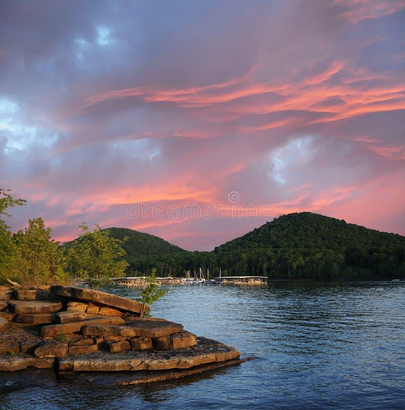 Tramonto sul lago Kentucky S.U.A. run della caverna fotografia stock libera da diritti
