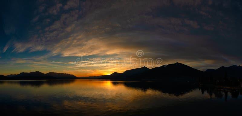 Tramonto sul Lago Maggiore di Lombardia, Italia fotografia stock