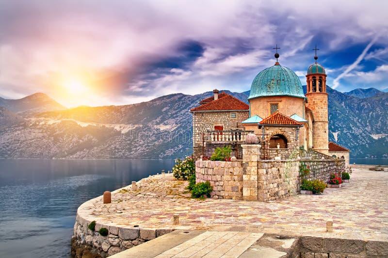 Tramonto sul lago nel Montenegro fotografia stock libera da diritti