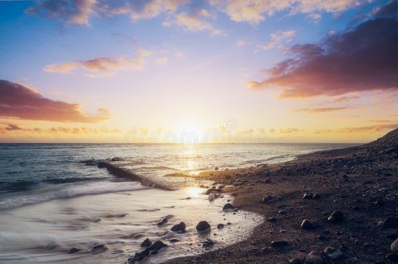Tramonto sul leu del san della spiaggia di Kelonia in Reunion Island immagine stock libera da diritti